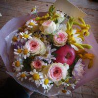 誕生日ブーケ 4646農園は富山市粟島のフラワーショップお花屋さんです